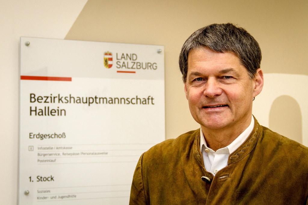 """BH Helmut Fürst von der Bezirkshauptmannschaft Hallein: """"Bei uns ziehen alle an einem Strang."""""""