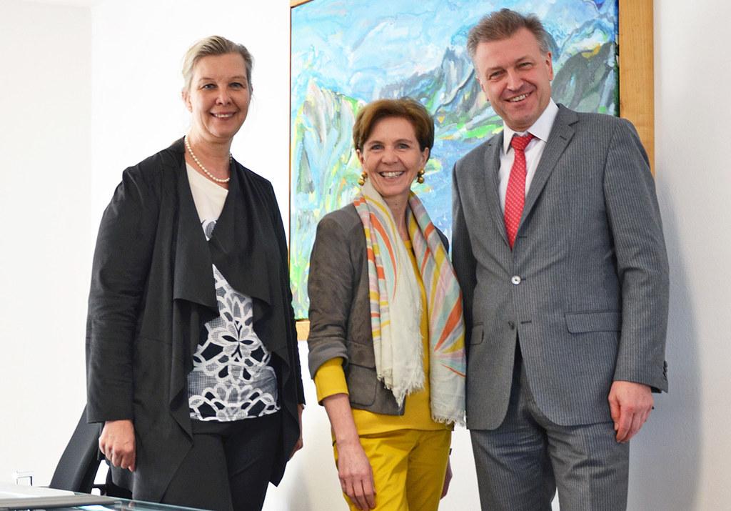 Karin Zipperer (Vorstandsdirektorin Asfinag), Landerätin Brigitta Pallauf und Kl..