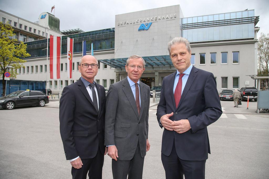 Arbeitsgespräch mit AUVA, im Bild: LH-Stv. Christian Stöckl, LH Wilfried Haslaue..