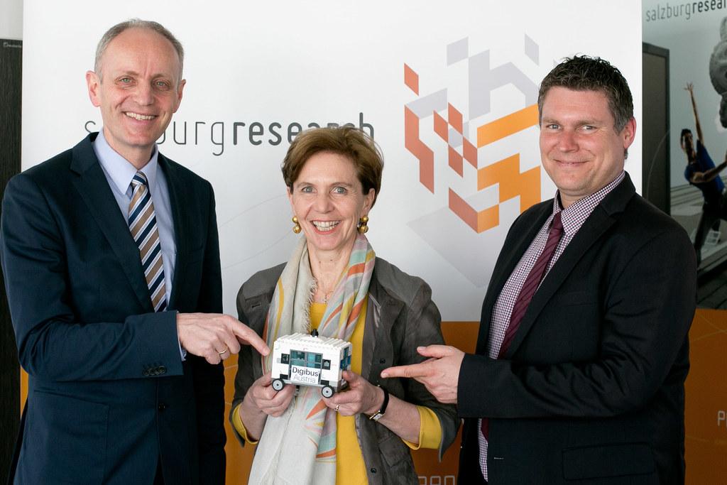 Siegfried Reich (Geschäftsführer Salzburg Research), Landesrätin Brigitta Pallau..