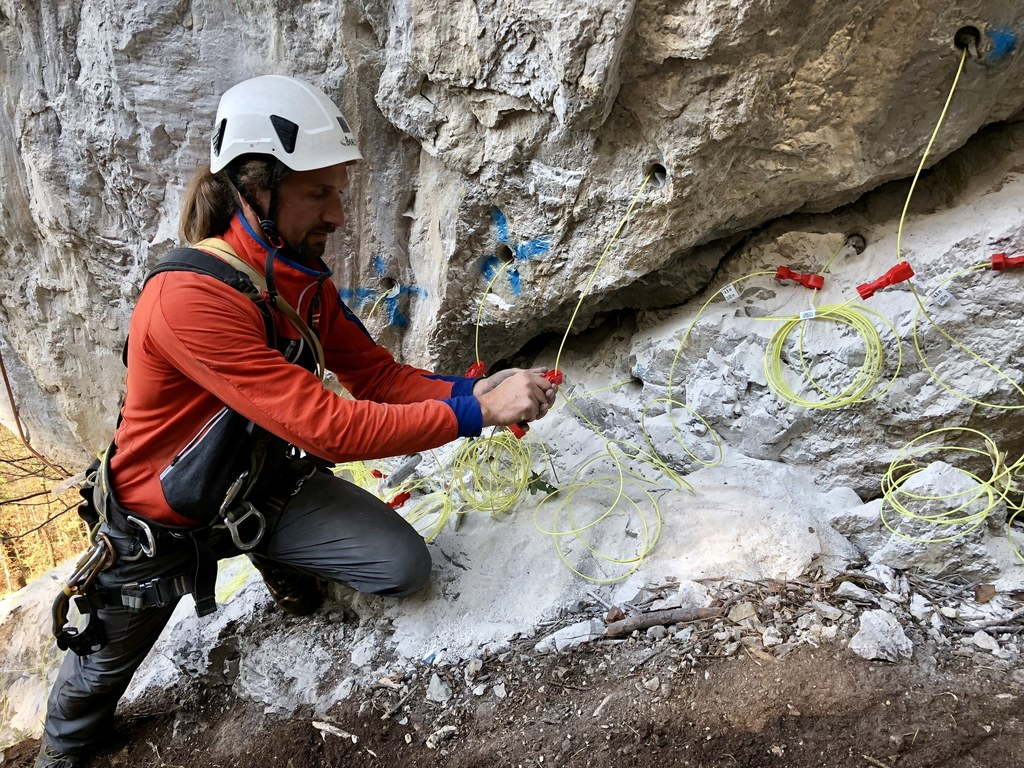 Die Sprengung des Felsturms im Wengerwinkl ist geglückt.