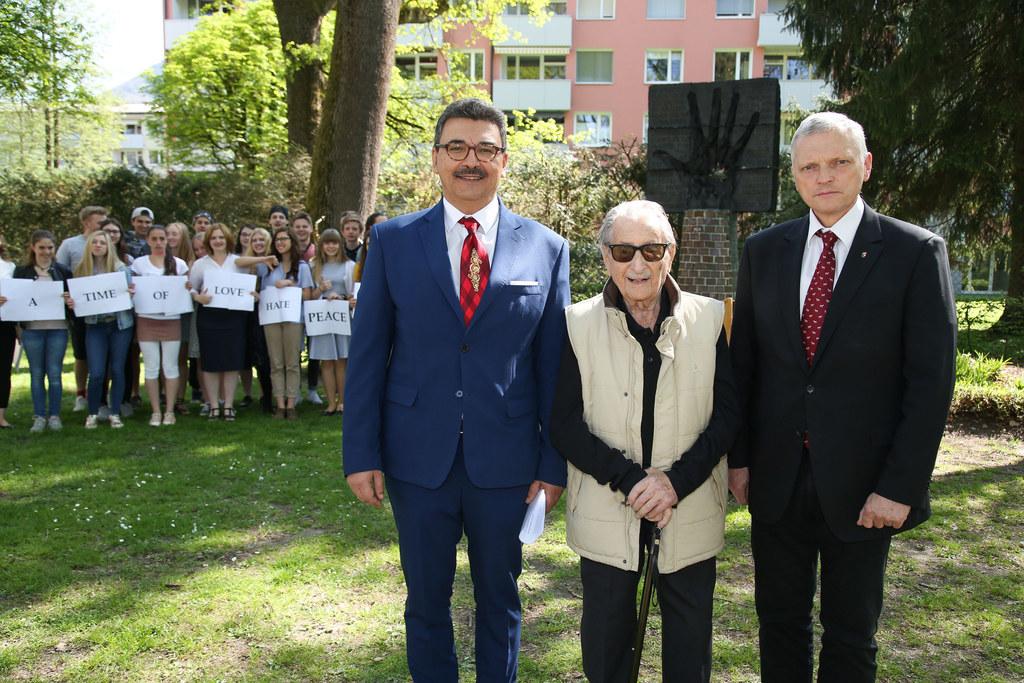 Gedenkstunde Roma und Sinti beim Mahnmal am Ignaz-Rieder-Kai in Salzburg, im Bil..