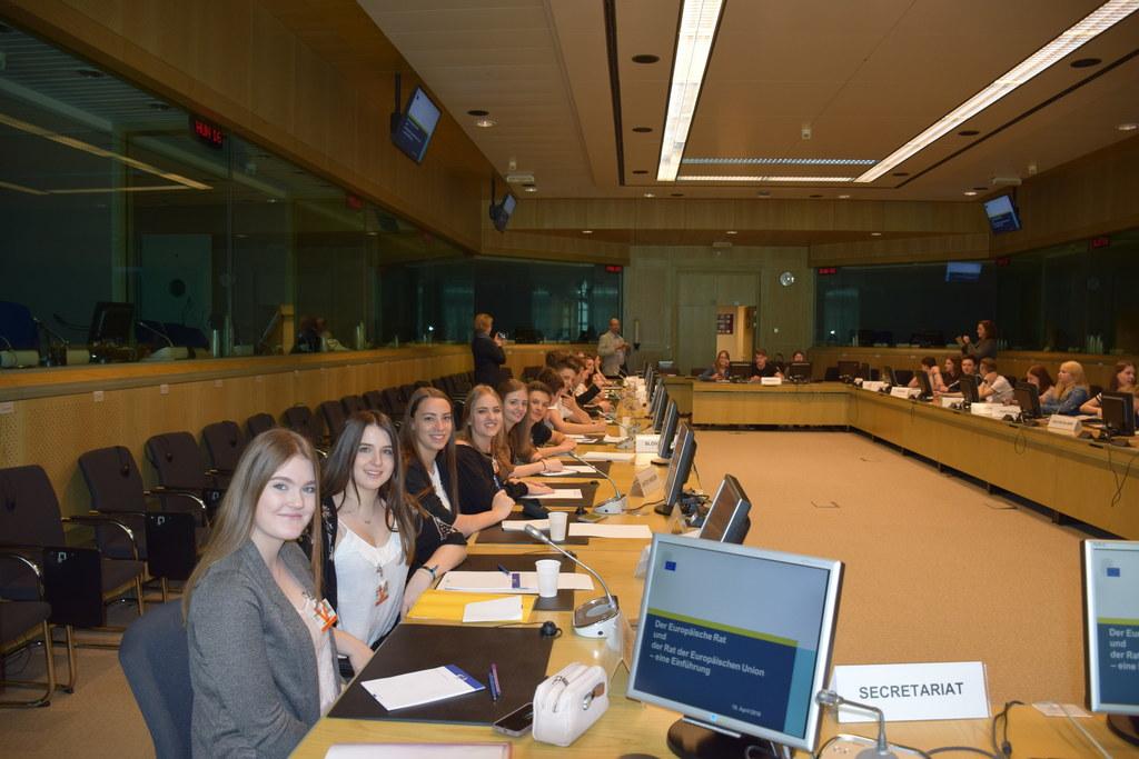 Schüler des BORG Mittersill lernten in Brüssel die EU-Institutionen (hier im Rat..