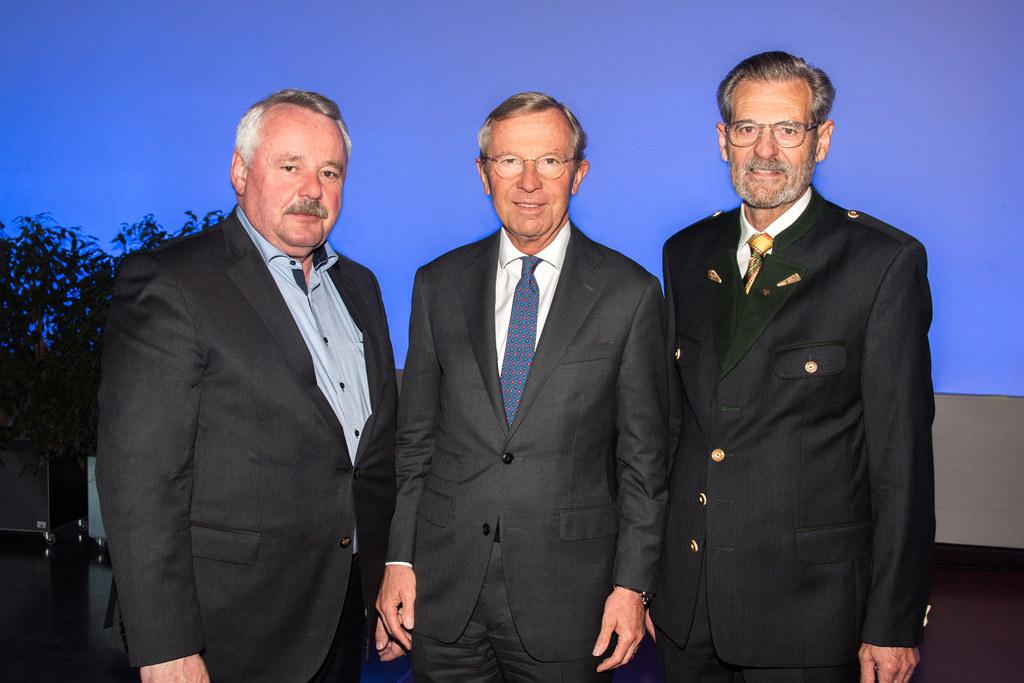 Gießereitage im Salzburg Congress im Bild: Erwin Flender, LH Wilfried Haslauer u..