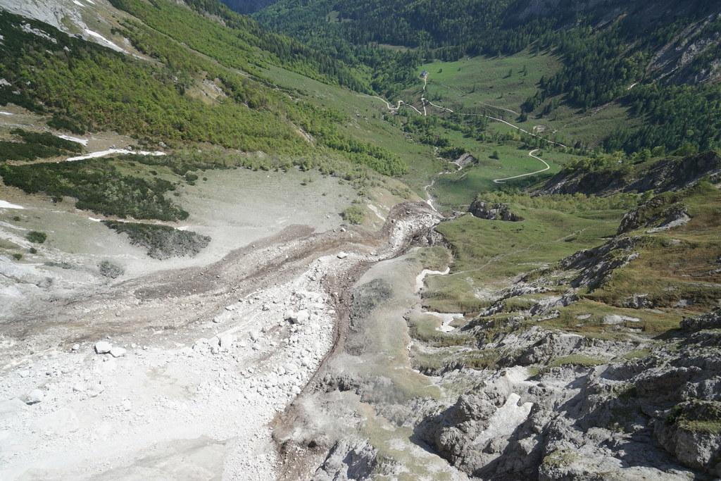 Rund 50.000 Kubikmeter Fels sind heute Früh vom Hohen Brett in die Tiefe gestütz..