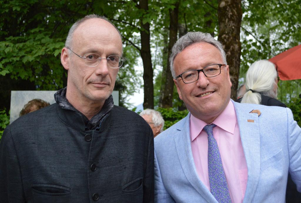 Landesrat Heinrich Schellhorn bei der Eröffnung des neugestalteten Russenfriedho..