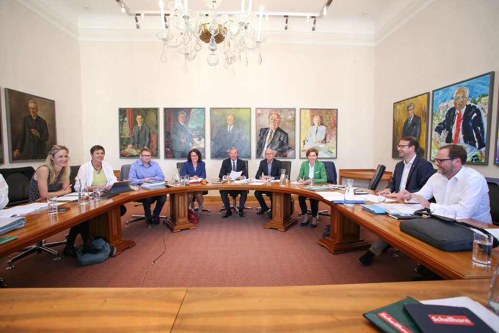 Die Koalitionsverhandlungen verlaufen konstruktiv und planmäßig.