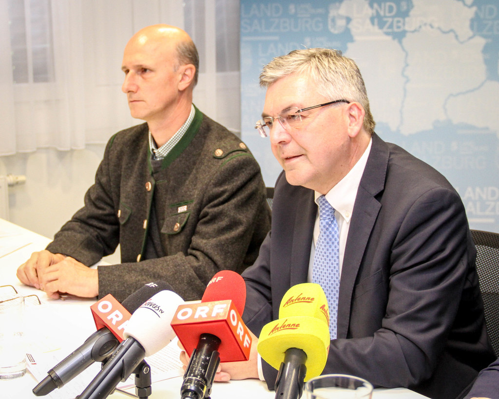 Landesrat Josef Schwaiger und der Wolfsbeauftragte des Landes, Hubert Stock.