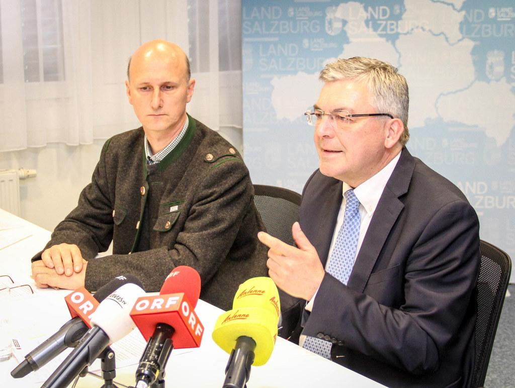 LR Josef Schwaiger und Wolfsbeauftragter Hubert Stock stellten vor wenigen Tagen..