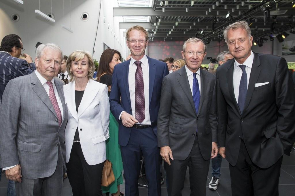 Eröffnung des neuen Porsche Zentrums in Salzburg, im Bild: Wolfgang Porsche, Cla..