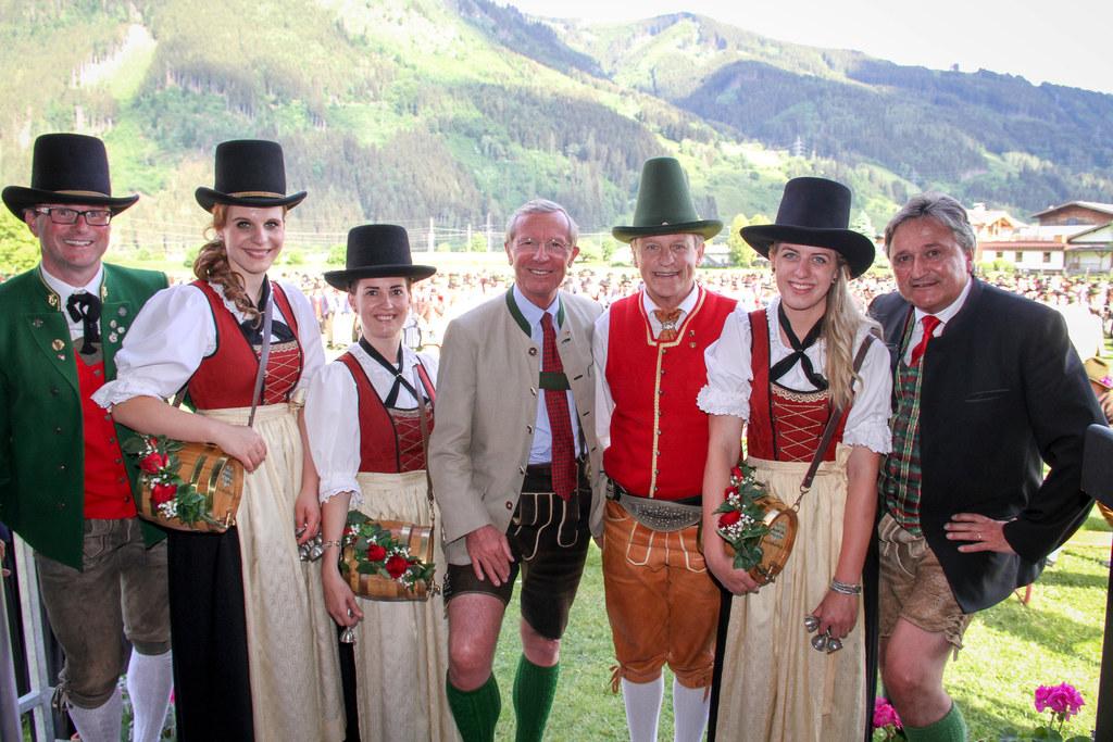 LH Wilfried Haslauer gratulierte zu 120 Jahren TMK Maishofen. Im Bild: TMK-Obman..