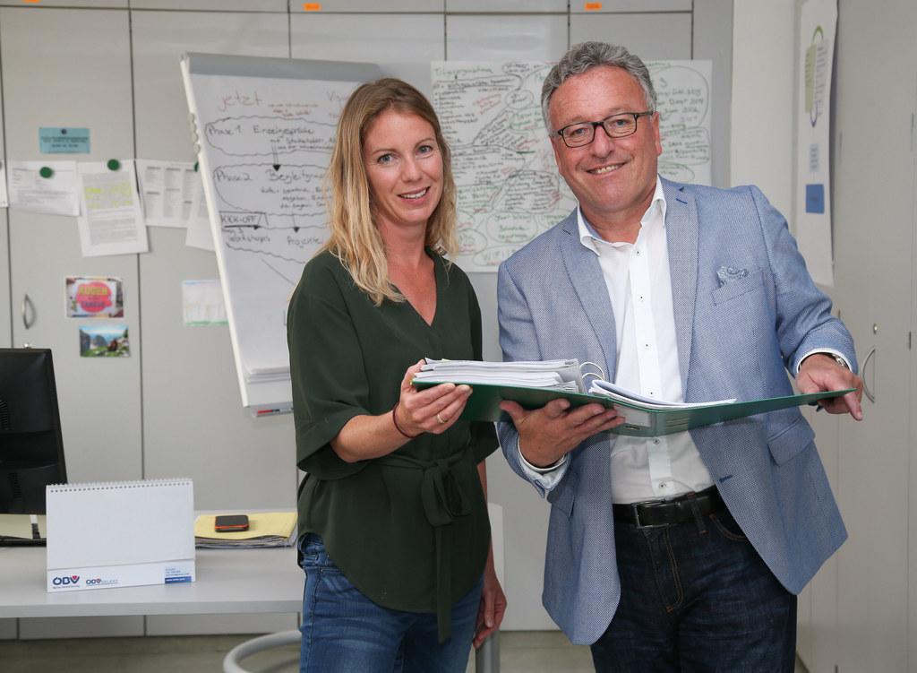 Beatrice Stadel und Landesrat Heinrich Schellhorn.
