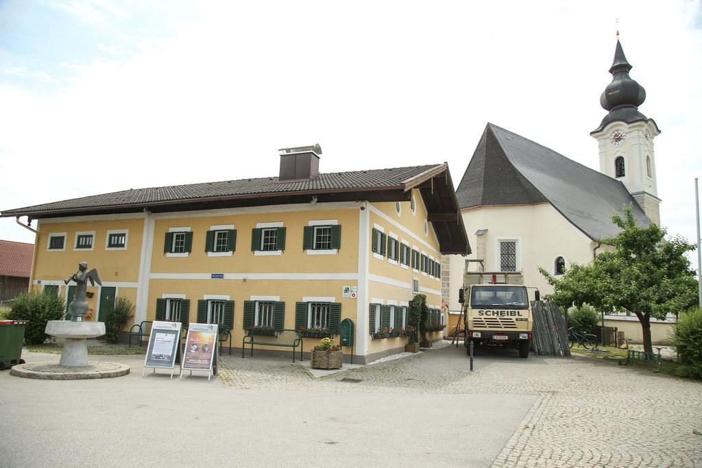 Das Gerüst ist weg, die Renovierung der Wallfahrtskirche Maria Mösl in Arnsdorf ..