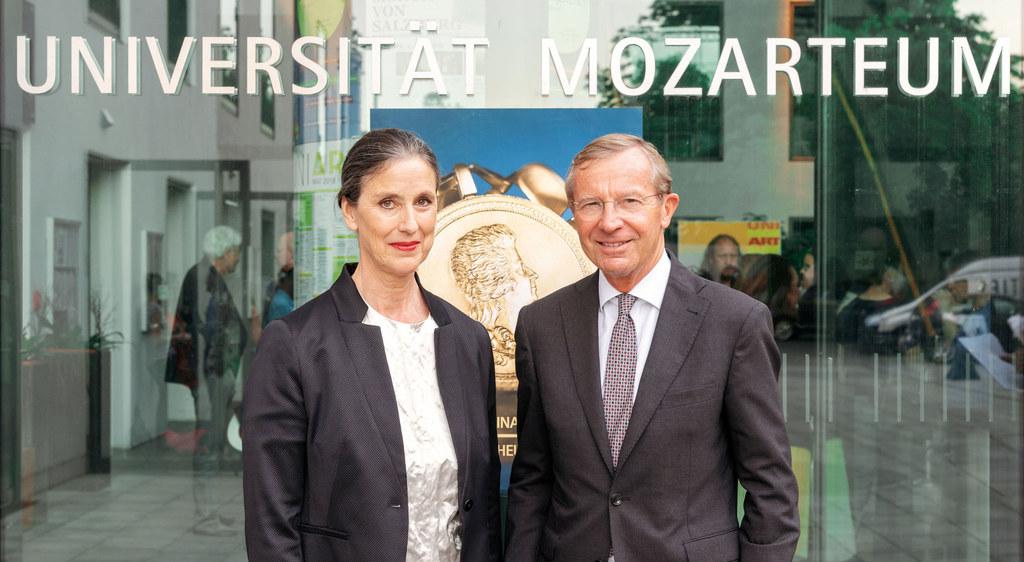 Rektorin des Mozarteums Elisabeth Gutjahr mit Landeshauptmann Wilfried Haslauer