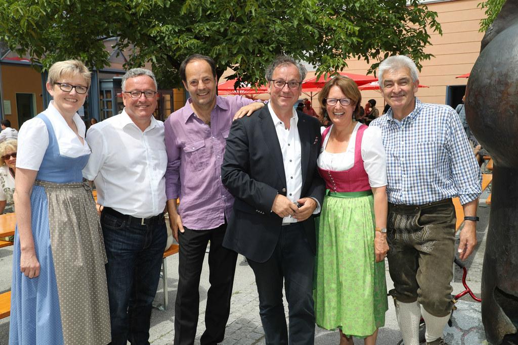 Fest der Volkskulturen im Peterbrunnhof Salzburg, im Bild: Berta Wagner, LR Hein..