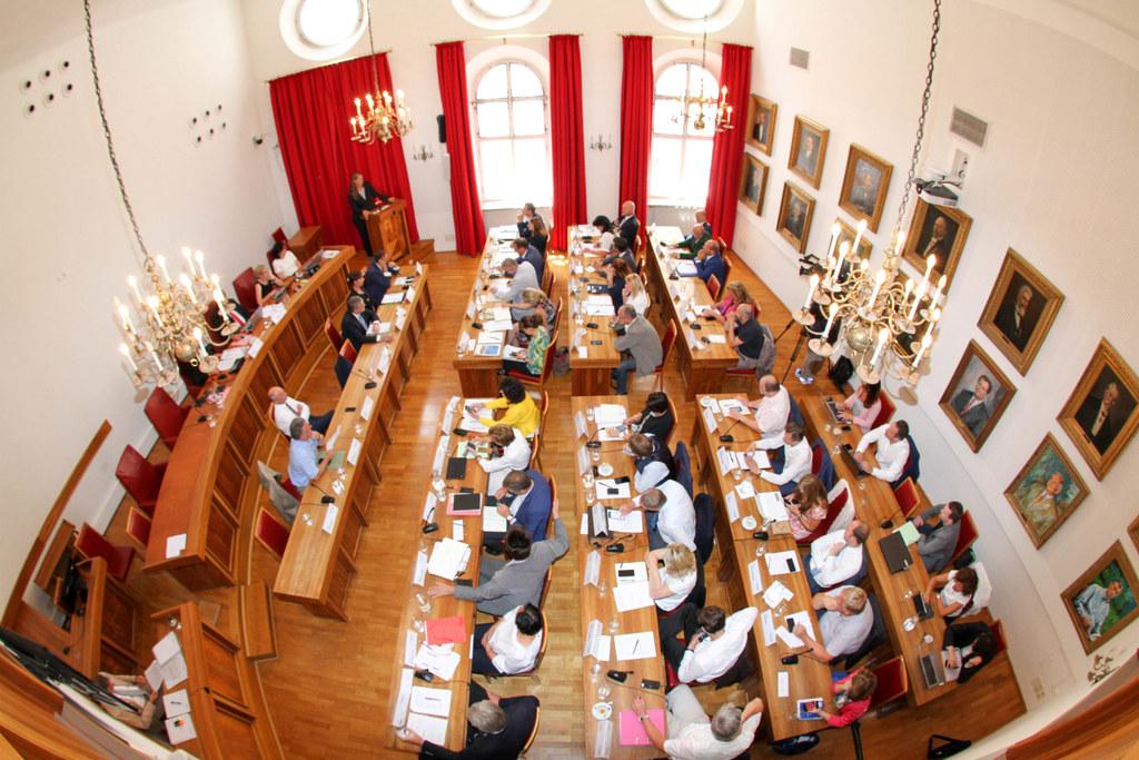 Die künftige Landesregierung stellt sich den Fragen der Landtagsabgeordneten.