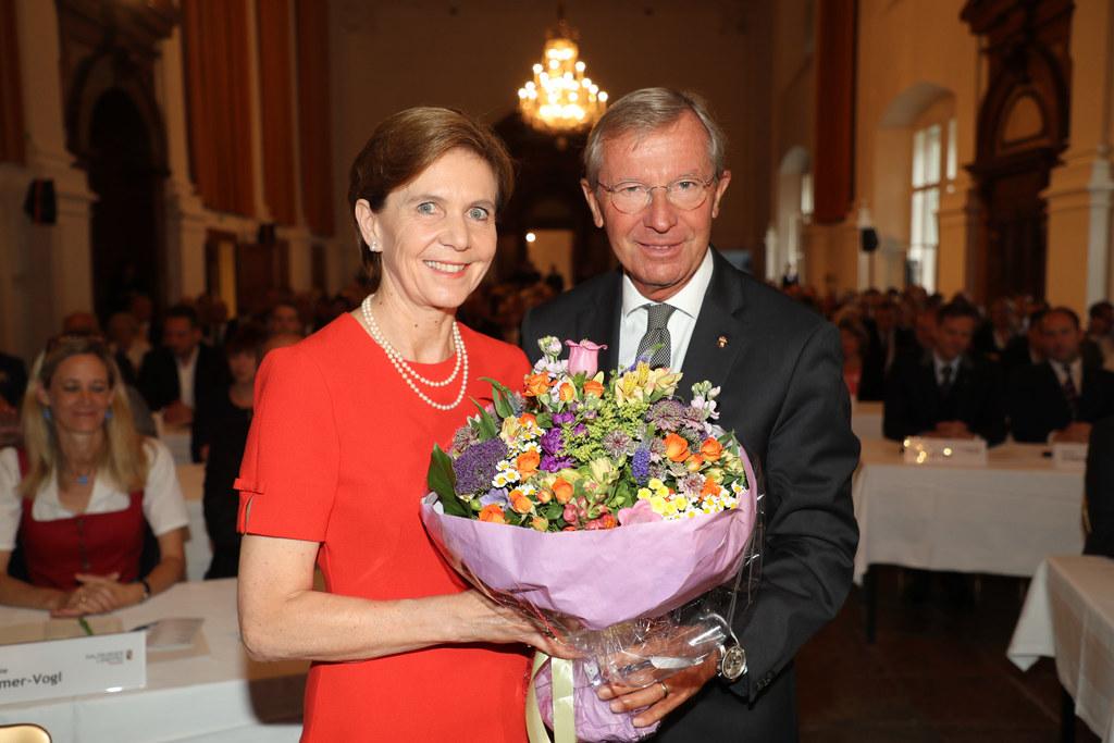 Wahl von Brigitta Pallauf zur Landtagspräsidentin, im Bild mit Landeshauptmann Wilfried Haslauer.