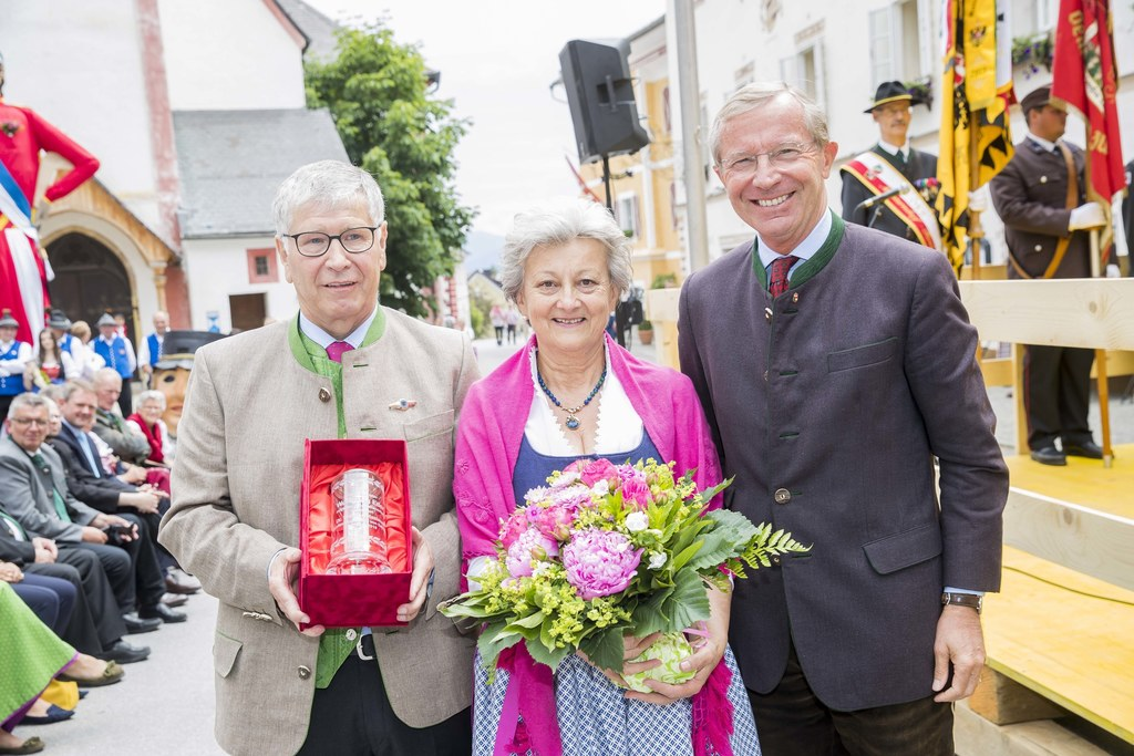 Altbürgermeister Wolfgang Eder mit seiner Frau Hilde und Landeshauptmann Wilfrie..