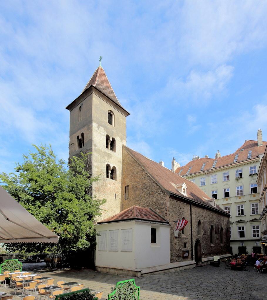 Nicht mit dem Stephansdom, sondern mit der nach dem Salzburger Patron benannten ..