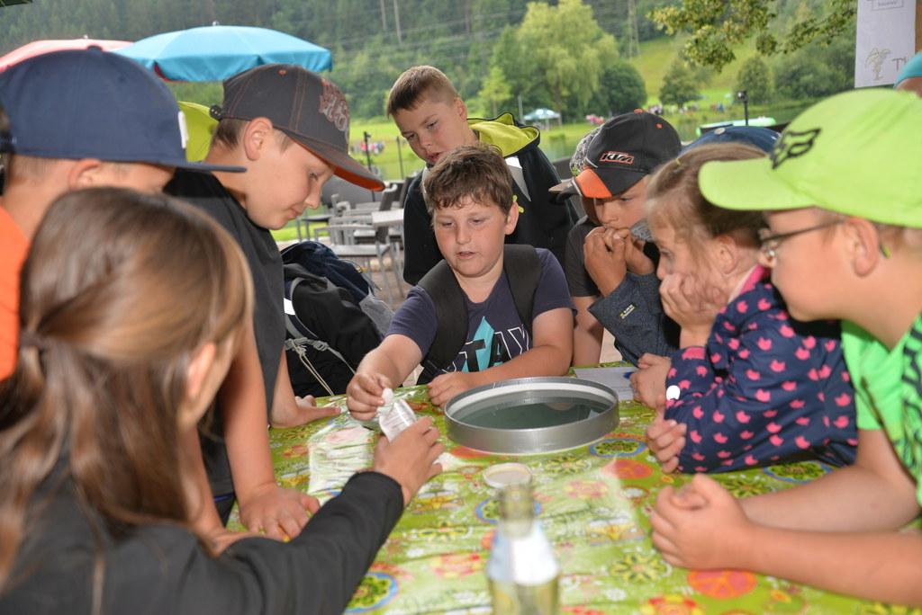 Spielerisch den Nationalpark Hohe Tauern kennen lernen: Die Kinder in Niedernsil..