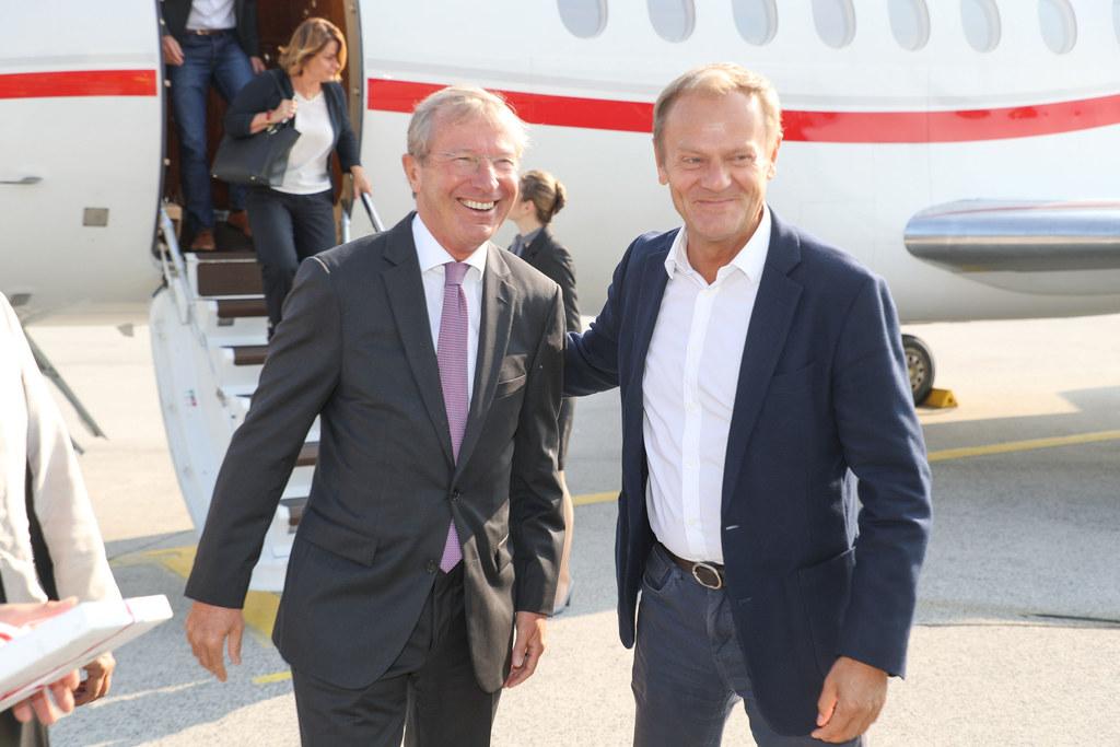 Landeshauptmann Wilfried Haslauer empfängt EU-Ratspräsidenten Donald Tusk am Flu..