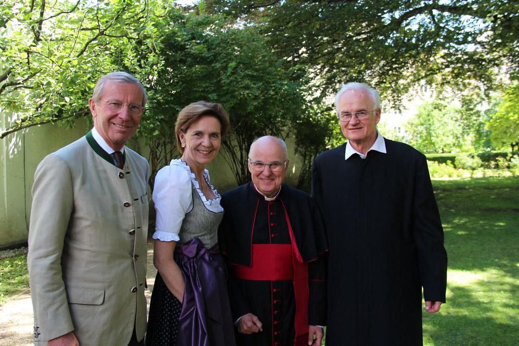 Landeshauptmann Wilfried Haslauer gratulierte Hans-Walter Vavrovsky zum 50-Jahr-..