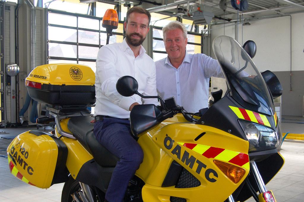 LR Stefan Schnöll und Erich Lobensommer (ÖAMTC Salzburg) tauschten sich über die Anliegen der Club-Mitglieder aus.