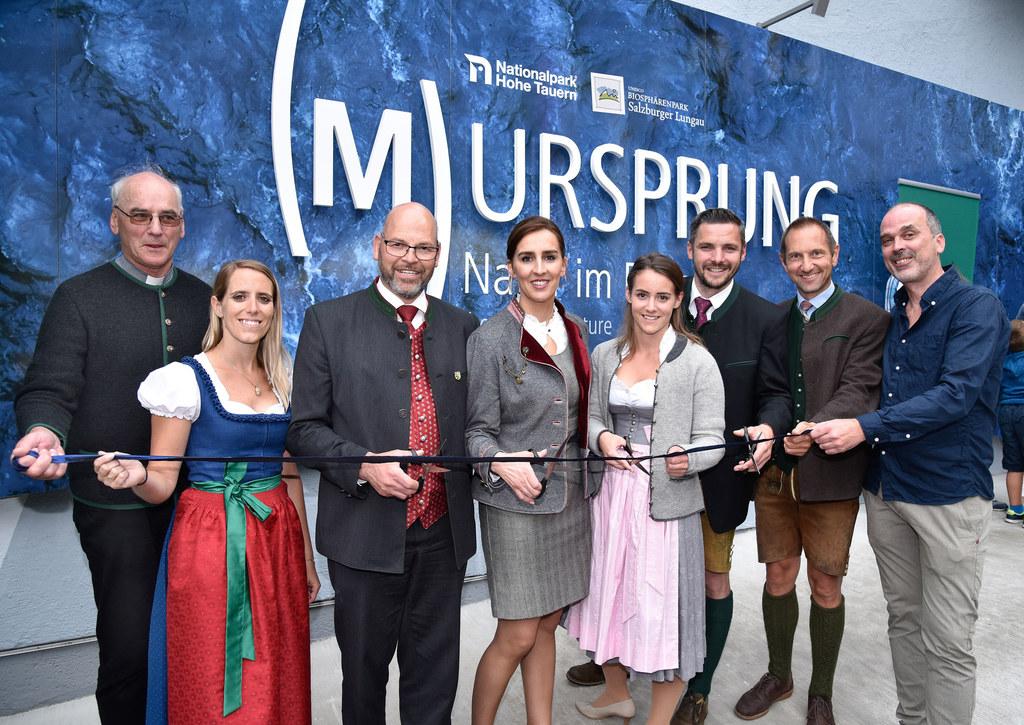 """Ausstellung """"(M)Ursprung"""" in Muhr, im Bild: Pfarrer Peter Schwaiger, Madeleine P.."""