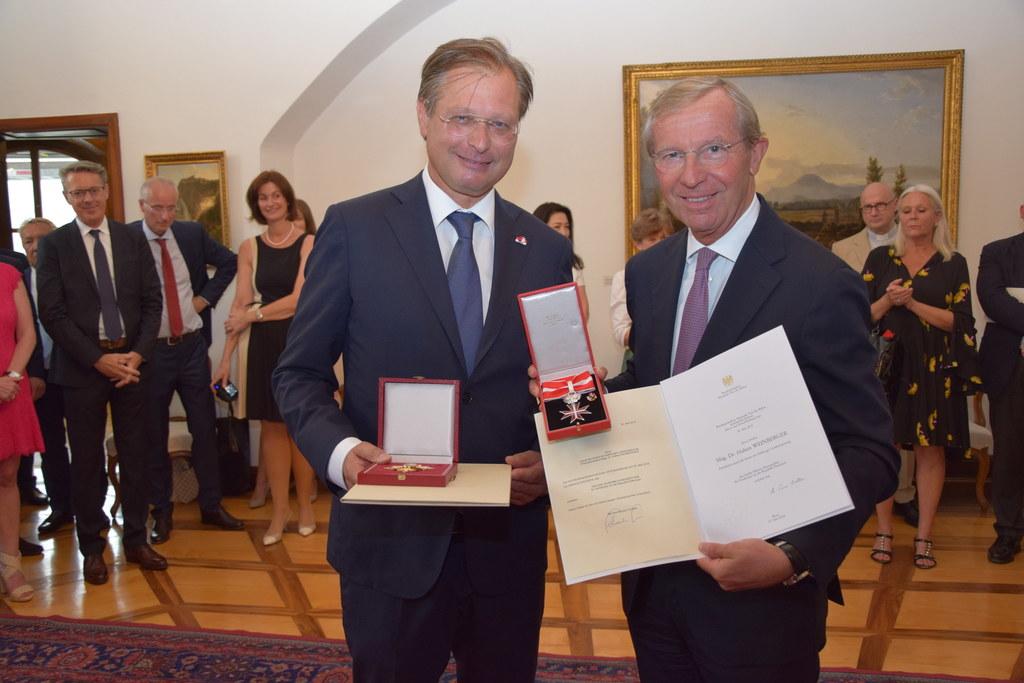 Doppelte Auszeichnung für Hubert Weinberger (li.) von LH Wilfried Haslauer