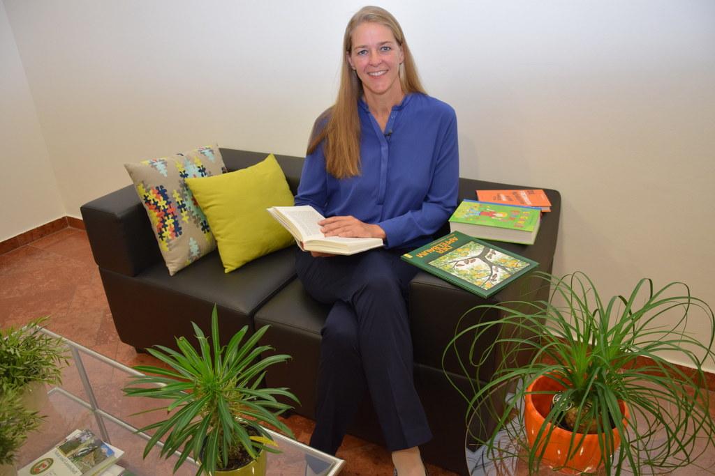 Landesrätin Andrea Klambauer freut sich schon auf einen spannenden Lesesommer.