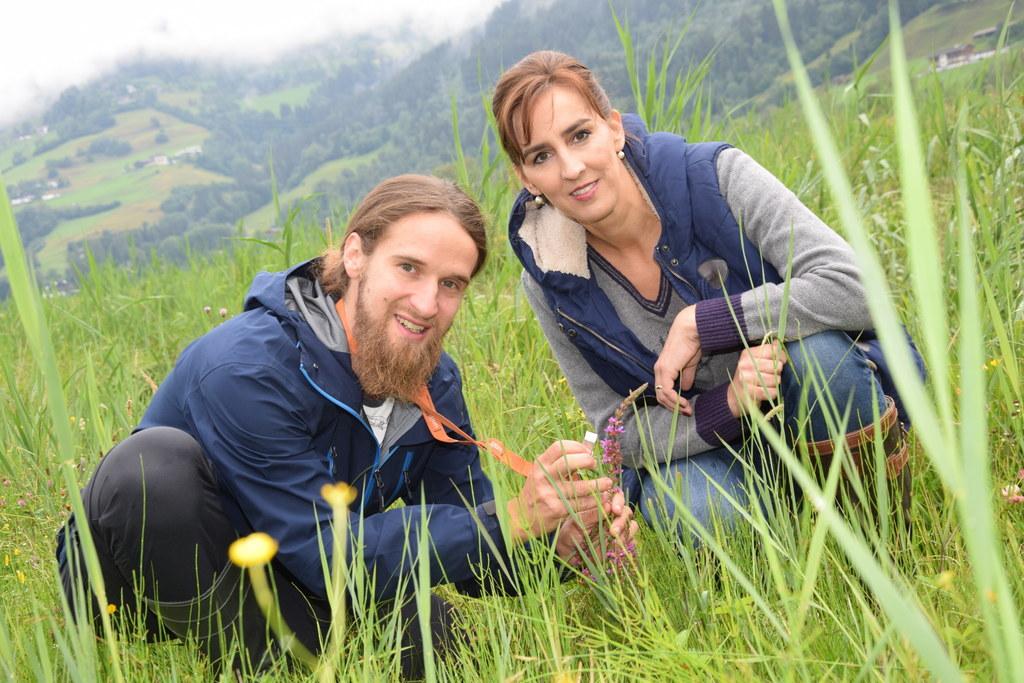 LR Maria Hutter, hier mit Schutzgebietsbetreuer Andreas Scharl in Zell am See, h..