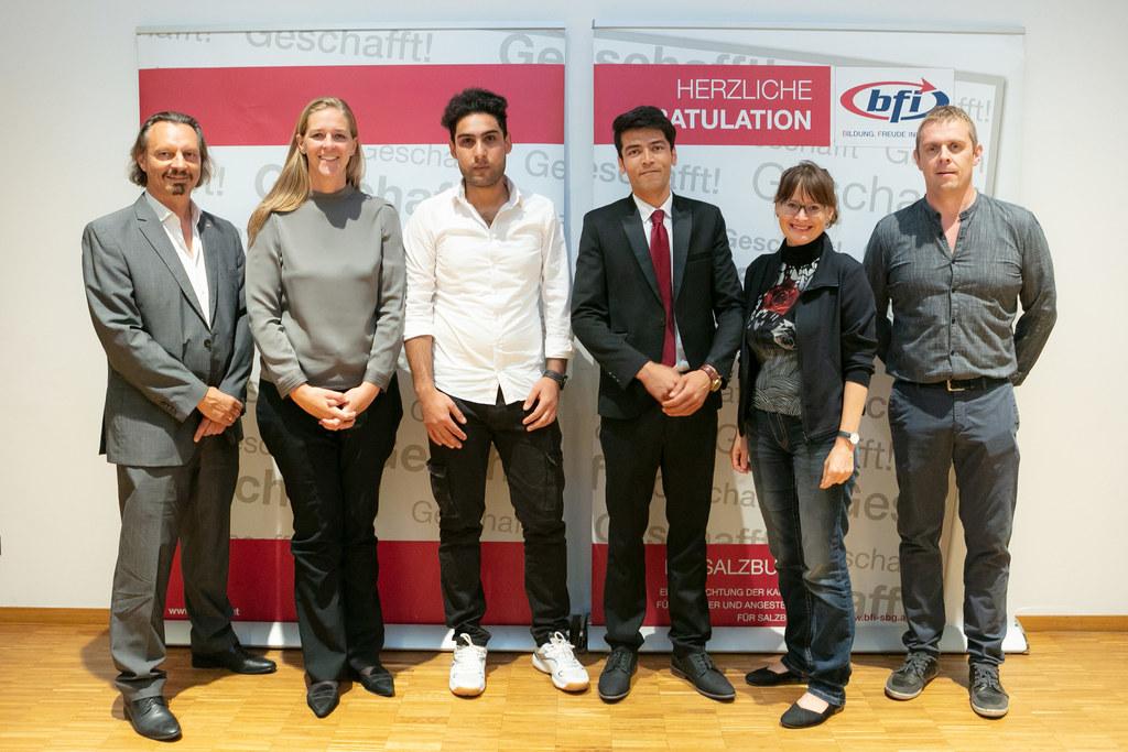 Landesrätin Andrea Klambauer gratuliert zum Pflichtschulabschluss am BFI Salzbur..