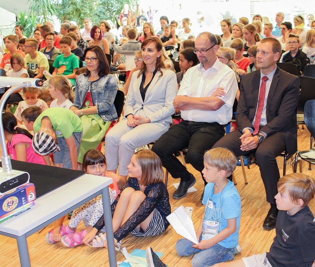 Landesrätin Maria Hutter besuchte die Abschlussveranstaltung der JungenUNI in Mi..