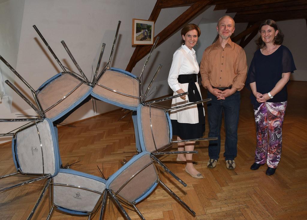 Vernissage in der Berchtoldvilla, im Bild: Präsidentin Brigitta Pallauf, Preistr..