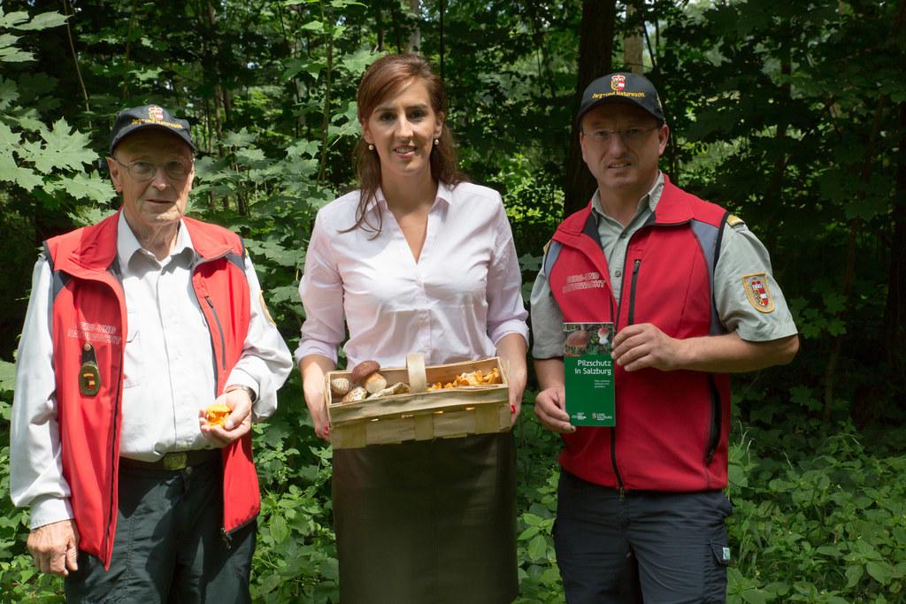 LR Maria Hutter mit Alexander Leitner (rechts), Leiter der Berg- und Naturwacht,..