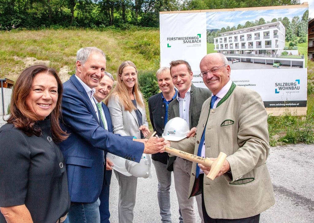Bei der Projektpräsentation der neuen Wohnungen in Saalbach: Pinzgauer Haus-Gesc..