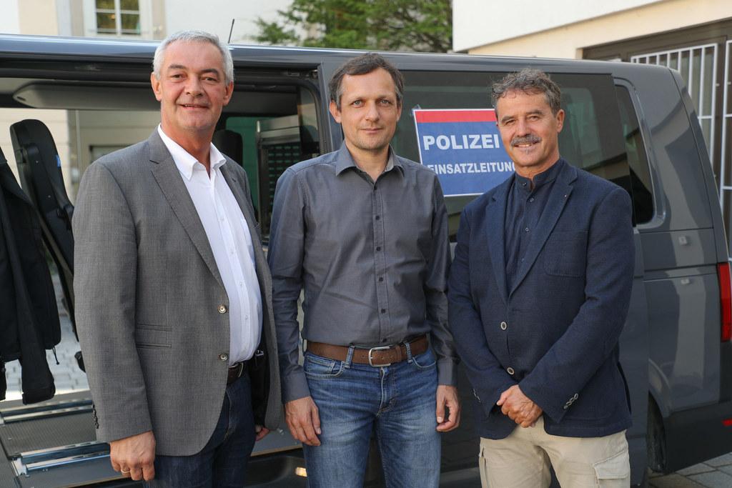v.l. Bezirkshauptmann Bernhard Gratz, Katastrophenreferent Manfred Pongruber und..