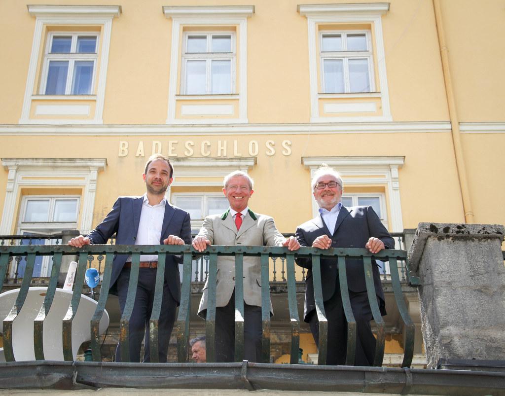 Im Bild Landeshauptmann Wilfried Haslauer mit Daniel Eickworth von Hirmer Immobi..
