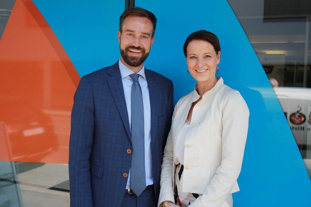 Der neue Aufsichtsratsvorsitzende des Salzburger Verkehrsverbunds Landesrat Stefan Schnöll und Geschäftsführerin Allegra Frommer.