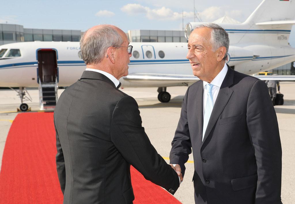 Landeshauptmann-Stellvertreter Christian Stöckl empfing den Staatspräsidenten von Portuga Marcelo Rebelo de Sousa am Flughafen Salzburg