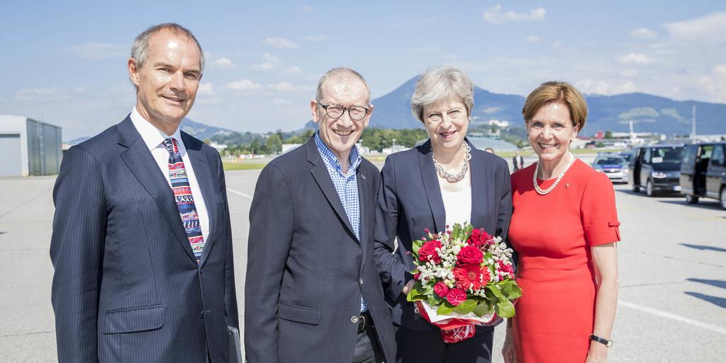 Ankunft von Premierministerin Theresa May in Salzburg, im Bild von links: Leigh ..