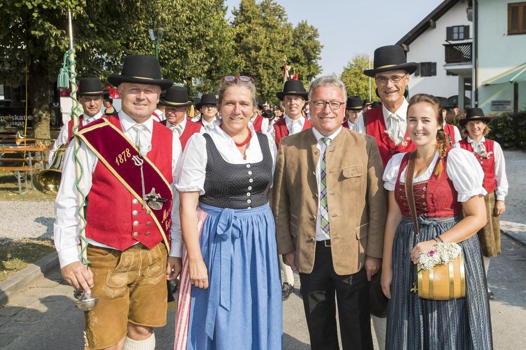 140 Jahre Trachtenmusikkapelle Anif, im Bild: Erich Geierspichler, Bgm. Gabriell..