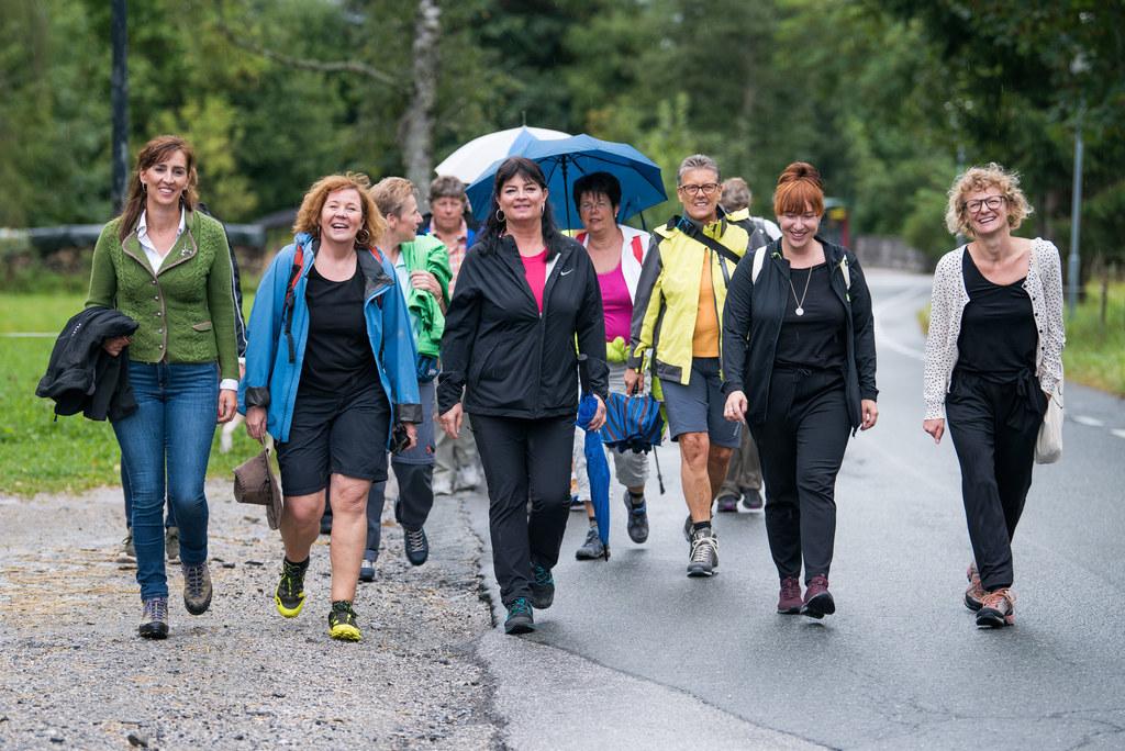 Das Frauennetzwerk Pinzgau lud ein zu einer Wanderung in Thumersbach mit Landesr..