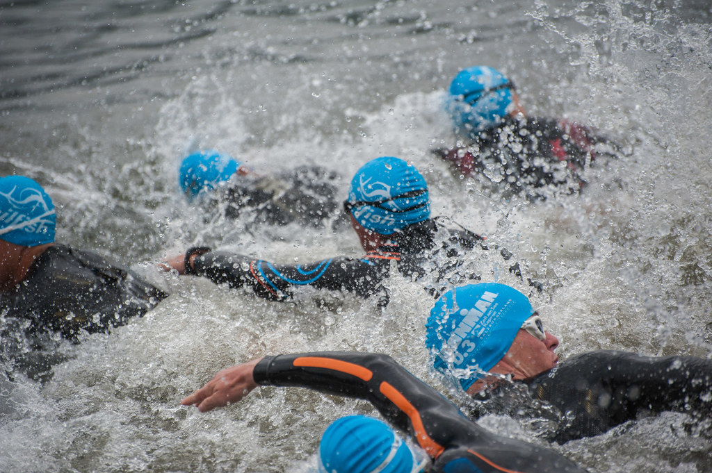 Schwimmen ist die erste Disziplin beim Triathlon. Radfahren und Laufen folgen - ..