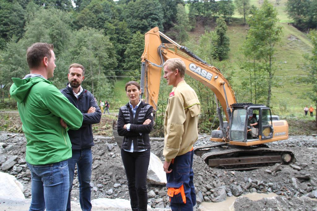 LR Stefan Schnöll informierte sich vor Ort über die Lage nach den Unwettern im G..