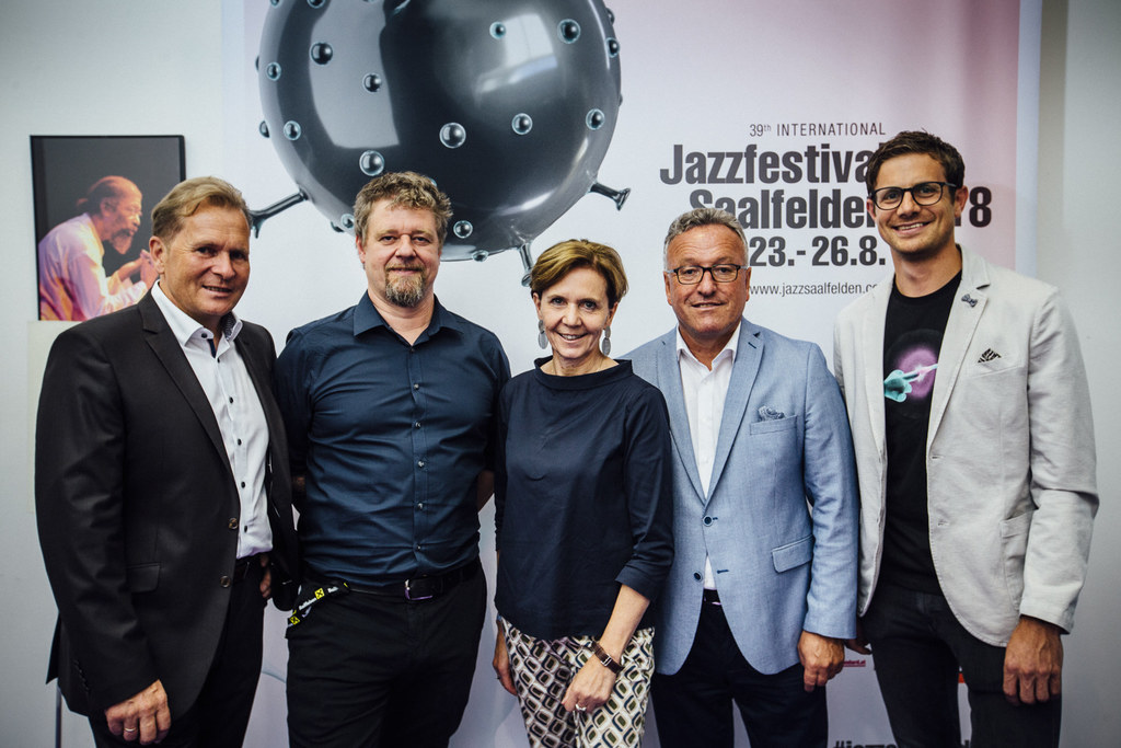Das 39. Jazzfestival Saalfelden ist eröffnet! Im Bild: Erich Rohrmoser (Bürgerme..
