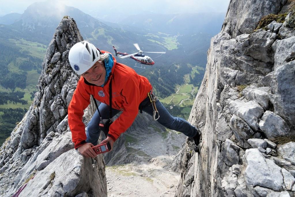 Höhenangst verboten! Landesgeologe Gerald Valentin vermisst eine der Hauptspalte..