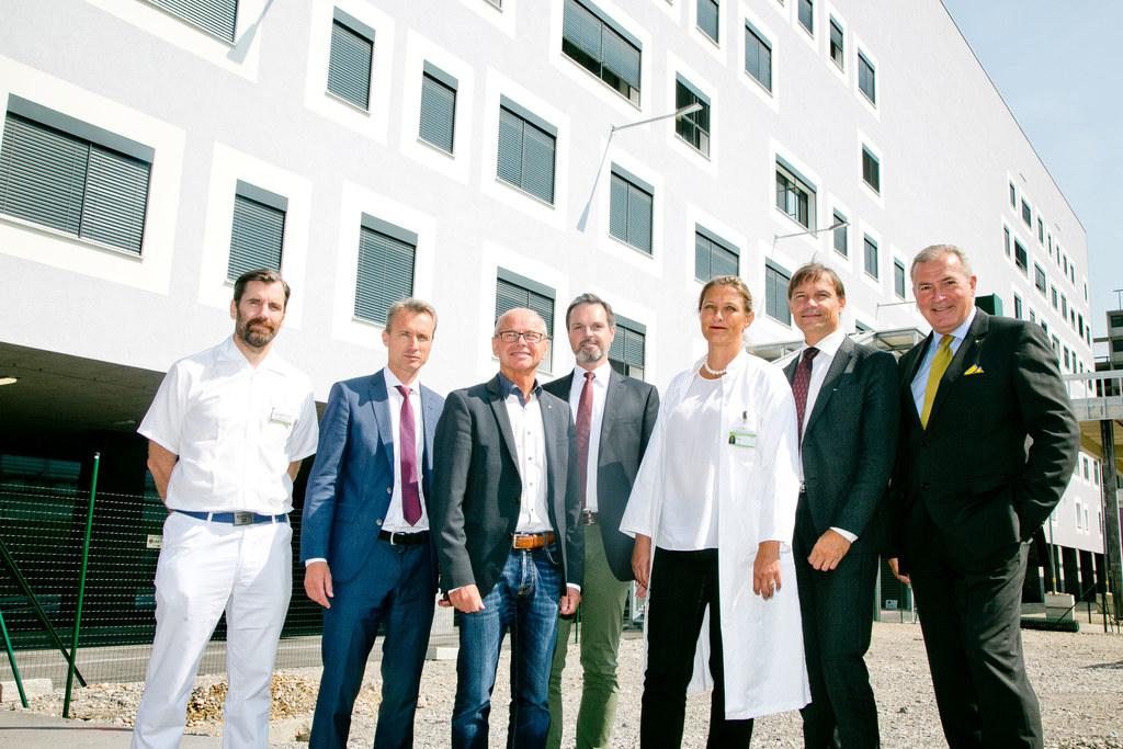 Neues Institutsgebäude am Uniklinikum Salzburg-LKH, im Bild: Oberarzt Jane Cadam..