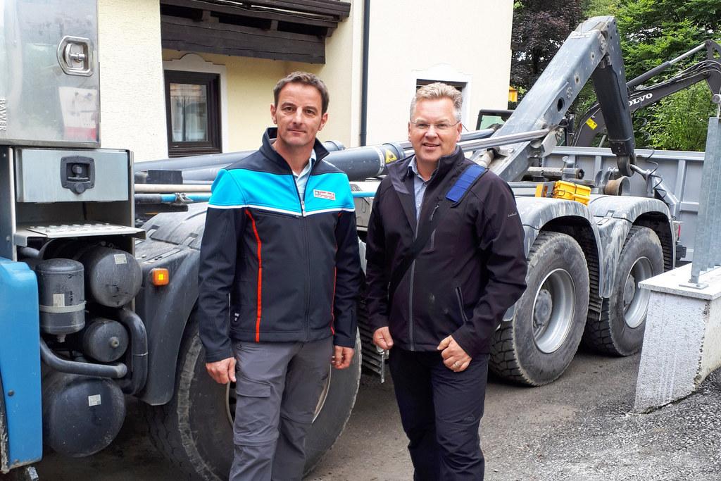 Egon Leitner (rechts) vom Land Salzburg mit Gemeindevertreter Michael Hasenauer ..