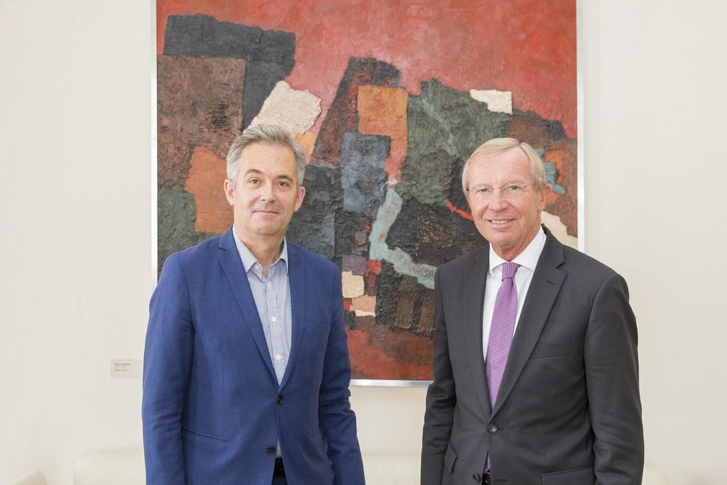 Thorsten Sadowsky, neuer Direktor des Museum der Moderne Salzburg, und Landeshau..
